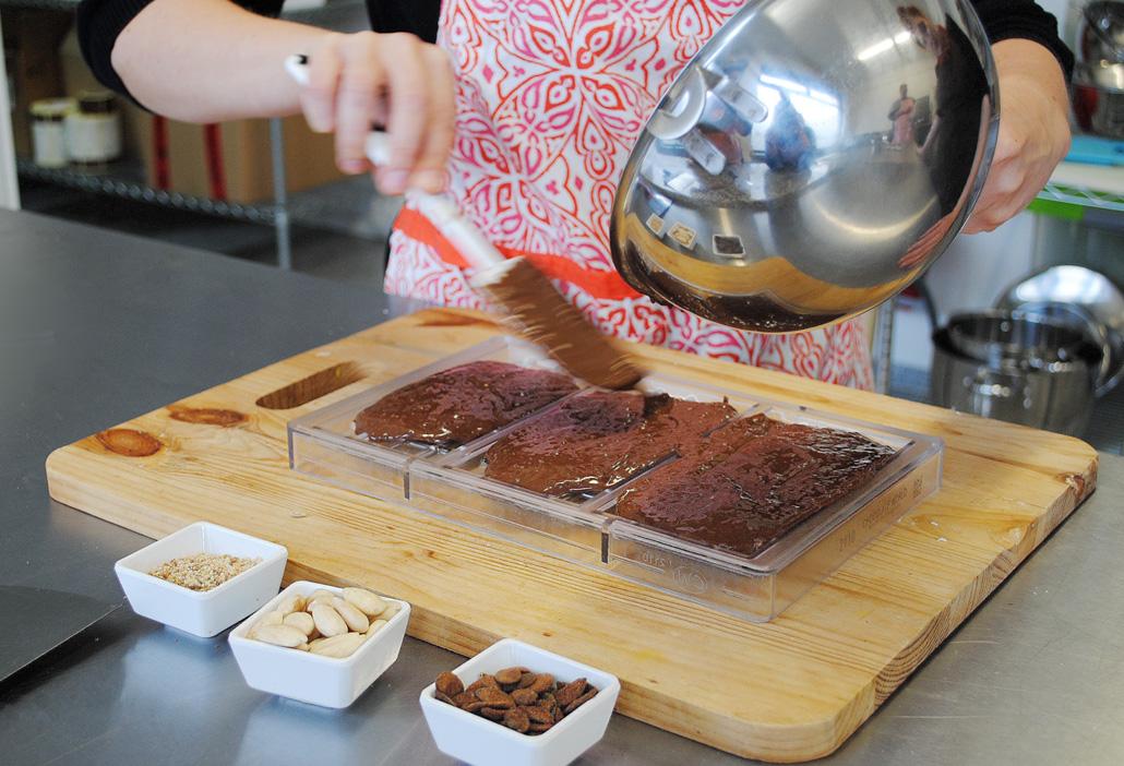 Schokolade in Tafelformen gießen